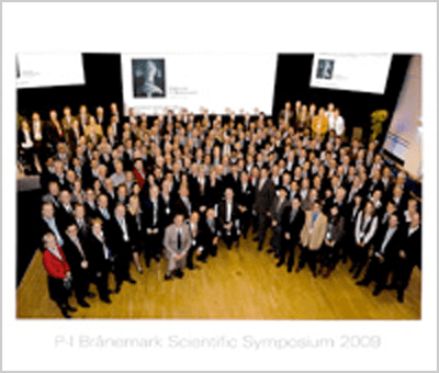 P-I Branemark Scientific Symposium 2009, held for three days in Gothenburg, Sweden, was a prestigious event to which only 100 dental implant surgeons from around the world were invited to attend. Of the 15 Japanese surgeons, 10 were university professors and only five were private practitioners.